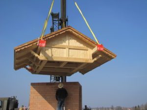 Aufsetzen des Dachs (1)